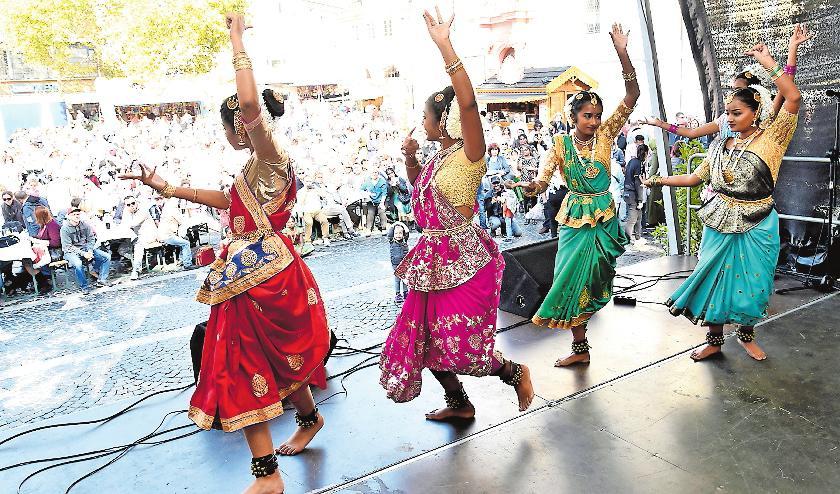 Internationale Kultur bietet das Bühnenprogramm auf dem Rathausplatz. ARCHIVFOTO: BOLTE