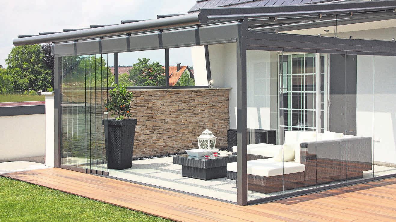 Das Terrassendach sorgt bis in den Herbst hinein für sommerliche Atmosphäre.