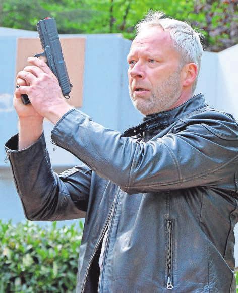 Bei den Ermittlungen hat Kommissar Holler (Torsten Baaé) die Hand schnell am Abzug.