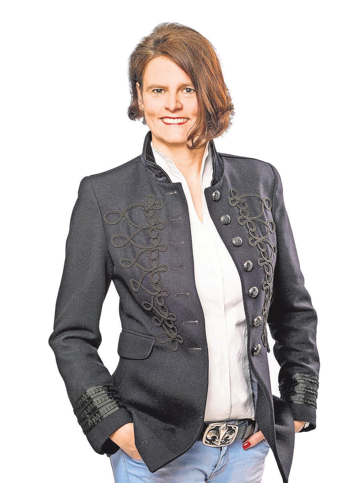 (6) Geschäftsführerin Marena Heuer ist die Enkelin des Gründers und nach ihrer Mutter Brigitte weibliche Führungskraft in zweiter Generation.