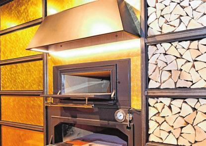 Künftig duftet es beim Buck's Höfle Beck in Ehingen auch nach frischer Pizza und Brot aus dem Holzofen.