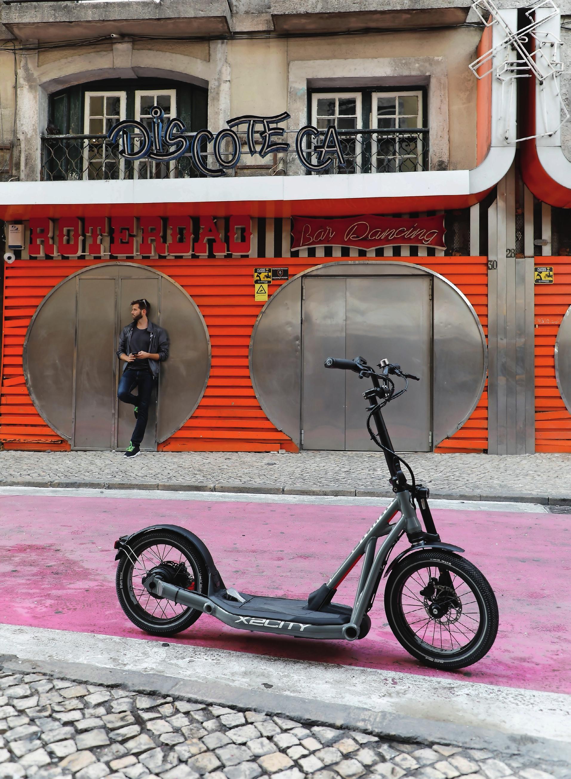 Stylish in Lissabon: Der Scooter X2City von BMW. Im Nachbarland Österreich ist er bereits zu kaufen