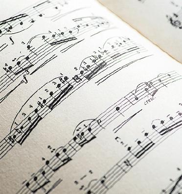 Der Projektchor sucht noch Mitsänger für besonderes Jazz-Konzert mit Bigband. FOTO: STOCK.ADOBE.COM/DEGIMAGES