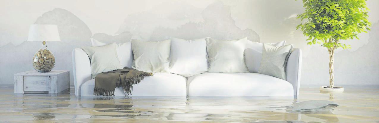 Durch Starkregen können Hausrat und Anlagen zerstört werden. Es drohen ernorme Gesundheitsrisiken und Gefahren für Leib und Leben. Foto: Verbraucherzentrale Nordrhein-Westfalen