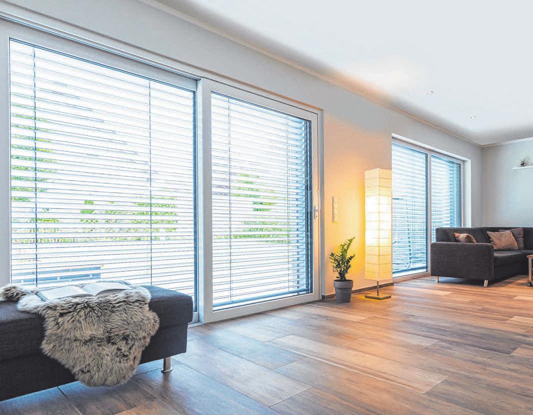 Große Glasflächen lassen das Zuhause freundlich und hell wirken. Eine Wärmeschutzverglasung sorgt dafür, dass dies nicht zulasten der Heizkosten geht. FOTO: DJD/WIRUS FENSTER