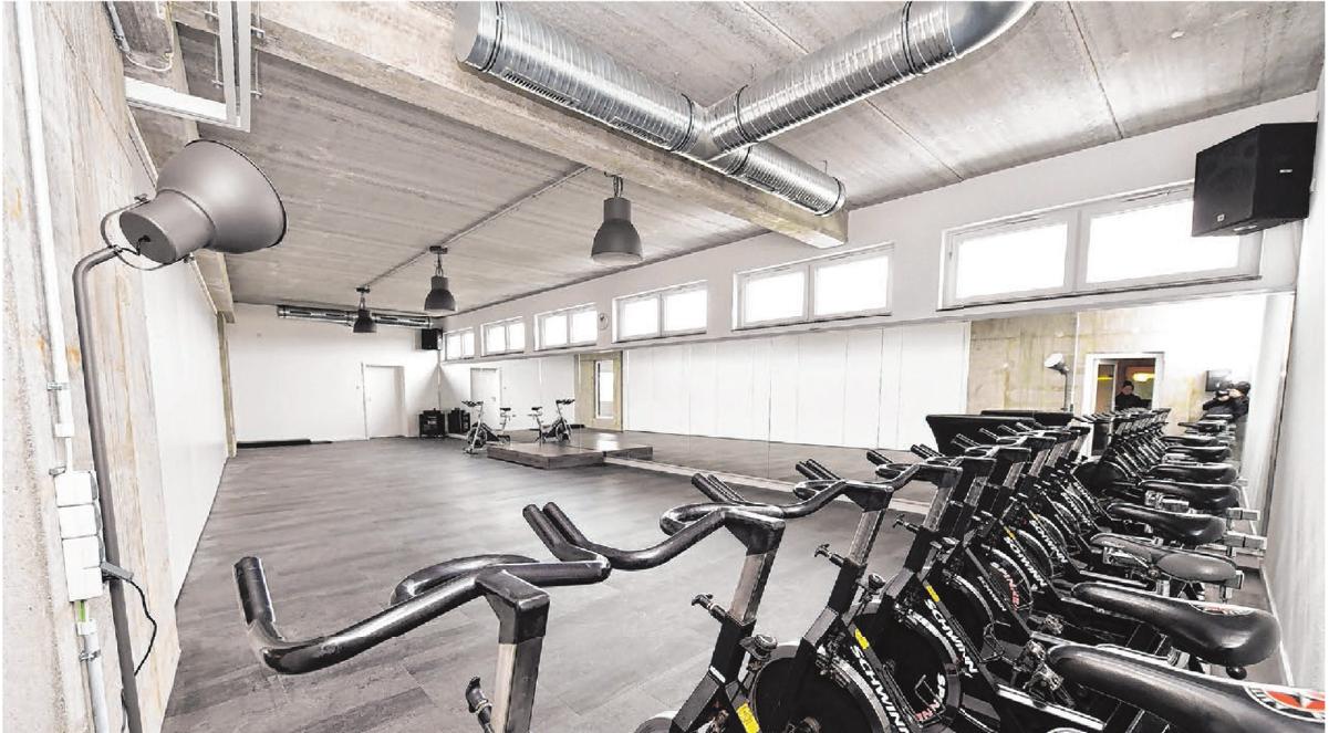 Indoor-Cycling, Bauch-Beine-Po. Tae Bo sowie Bauch-Rücken, Yoga und einiges mehr bietet das neue Studio in diesem großzügigen Kursraum.