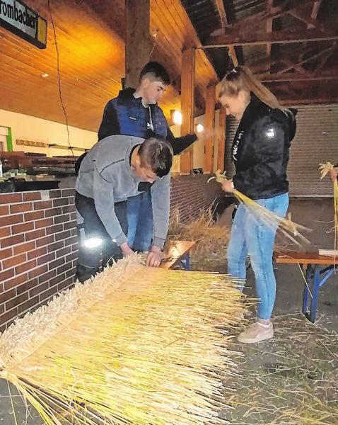 Unzählige Stunden haben die Mitglieder der Dorfjugend mit den Vorbereitungen verbracht. Seit Anfang August laufen die Arbeiten – meistens abends.