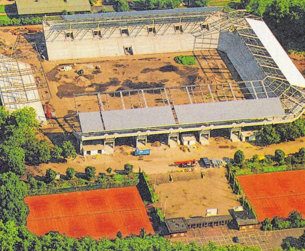 1993: Die Bauarbeiten im Carl-Benz-Stadion laufen auf Hochtouren.BILD: ARCHIV