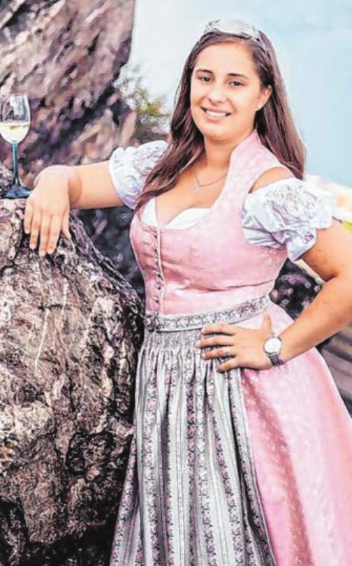 Auch die Rüdesheimer Weinkönigin AnnaLena Schmitt. kommt zu Besuch.