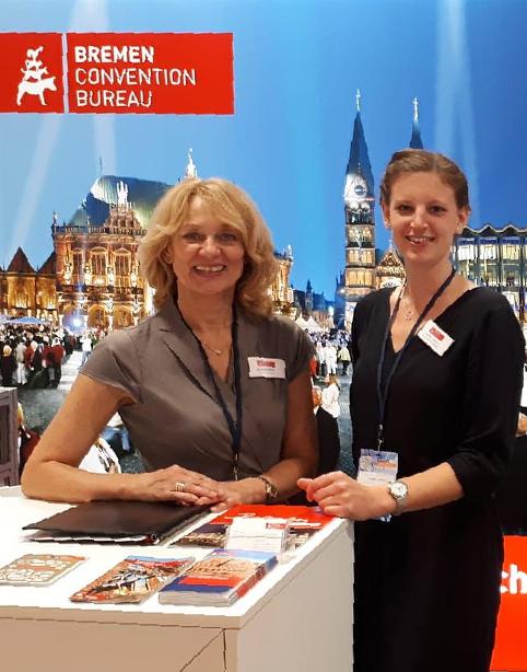 Andrea Hess (links) und Annika Lobach helfen Verbänden bei ihren Veranstaltungen.FOTO: BREMEN CONVENTION BUREAU