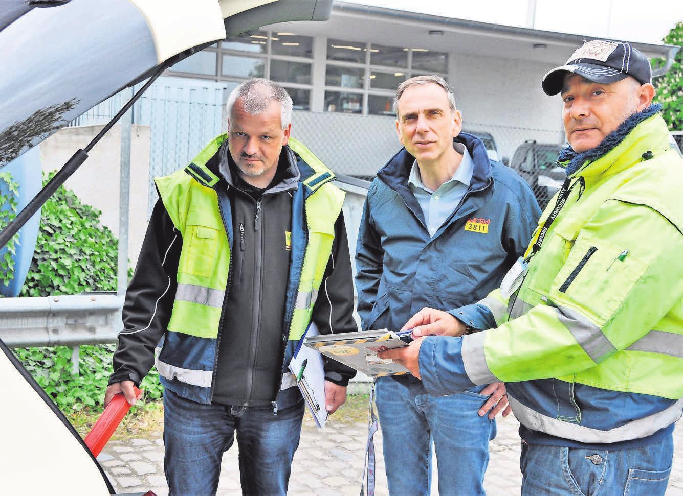 Geschäftsführer Sven-Marcus Fürst (Mitte) freut sich über die Beteiligung von Vertretern der Berufsgenossenschaften.