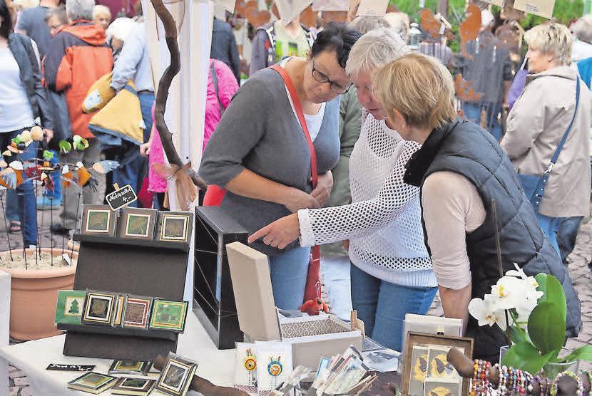 Der Kunstmarkt lädt zum Stöbern ein. Foto: Dieter Heun