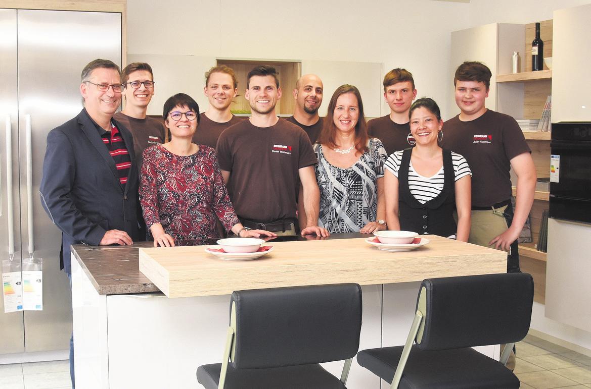 Das Team von Weinmann Einrichtungen. Foto: Günter Bergmann