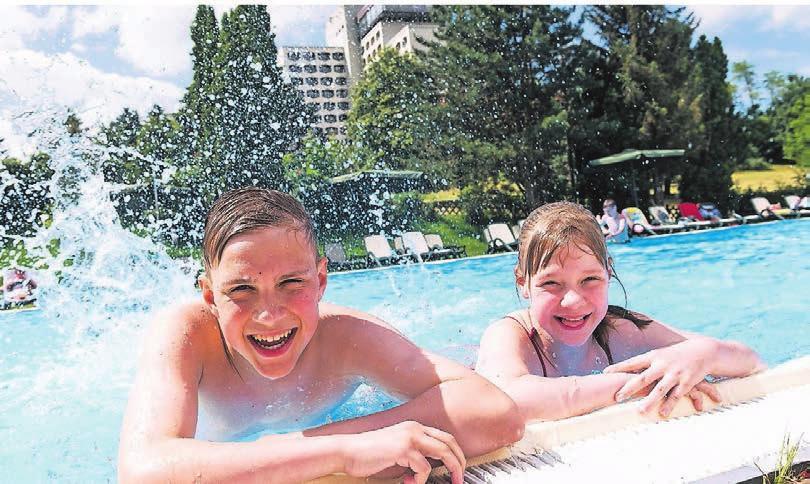 Spaß im Pool: Das Hotel bietet viel Abwechslung.