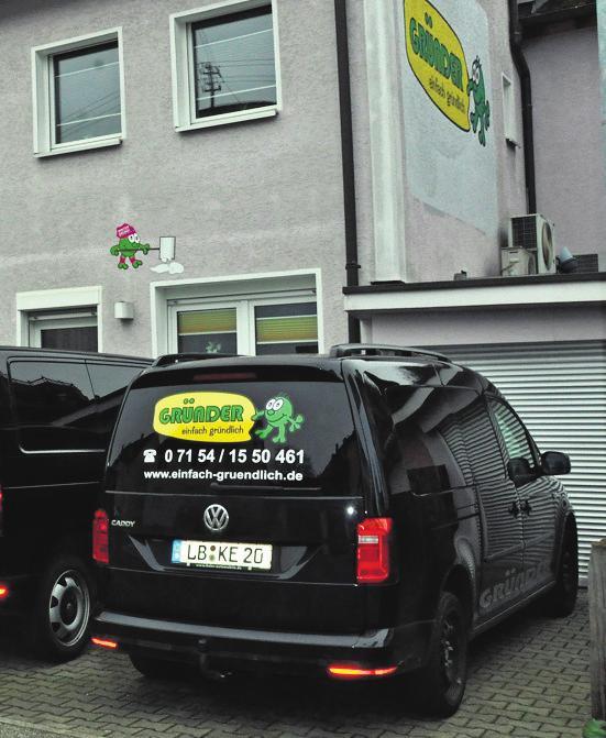 """""""Gründer – einfach gründlich"""": Mit den Fahrzeugen geht's schnell zum nächsten Einsatzort. Foto: Archiv/Dominik Florian"""