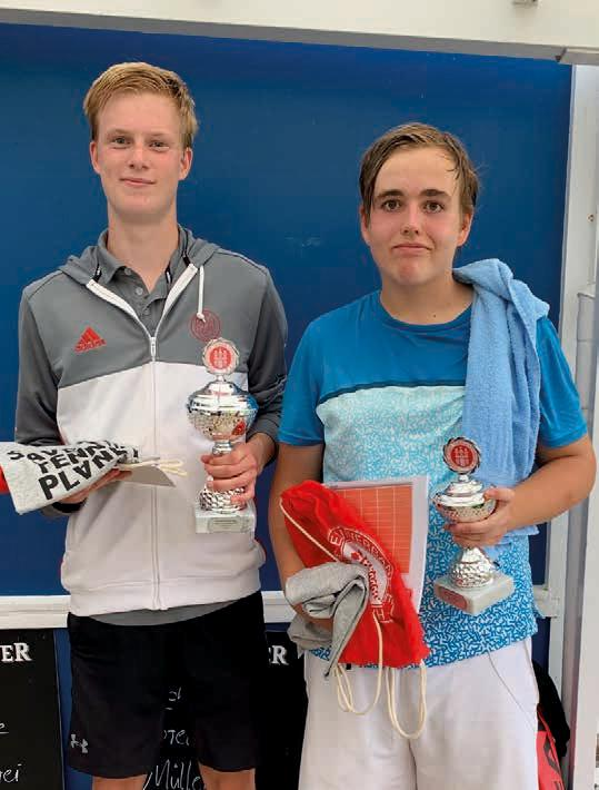 Junioren U18: v.l. Jonathan Lawrenz (Club a.d. Alster) – Silas Bittner (ETV Eimsbüttel) 6:2, 4:6, 11:9