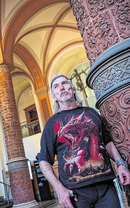 """""""Ich gehöre zum Inventar"""": Theologe Dr. Klaus-Michael Bull ist seit 1981 an der Universität Rostock. FOTO: BOHLMANN"""