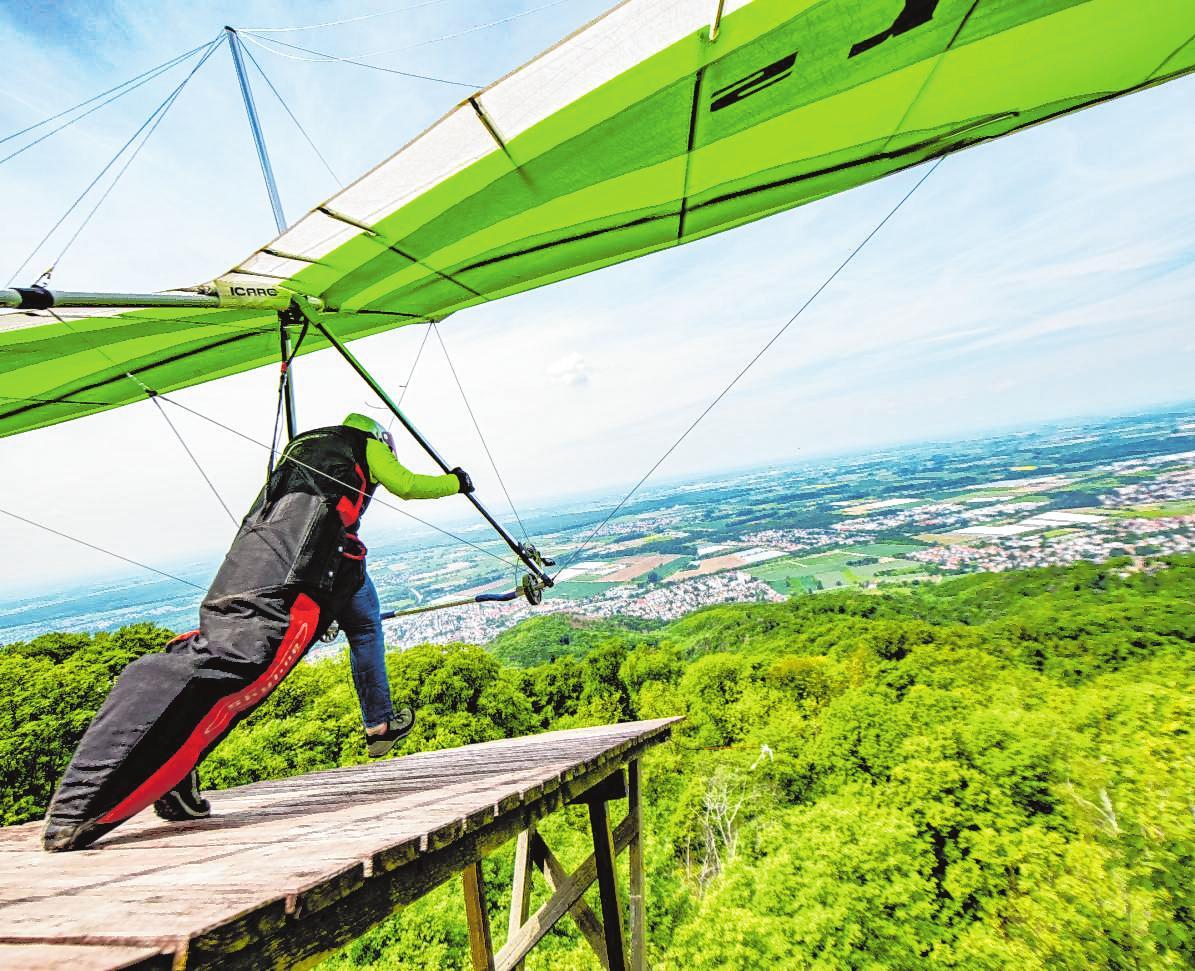 Die Startrampe am Melibokus wurde 1999 gebaut. Wenn der Wind stimmt, heben hier regelmäßig Drachenflieger ab. Anja Fasmers ist eine begeisterte Hängegleiter-Pilotin. | Bild: Thomas Neu