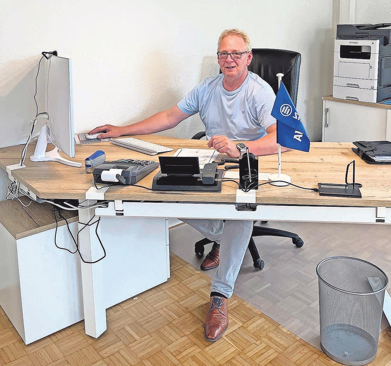 Es ist vollbracht: Allianz-Generalverteter Volker Ruge freut sich über seinen neuen Arbeitsplatz.