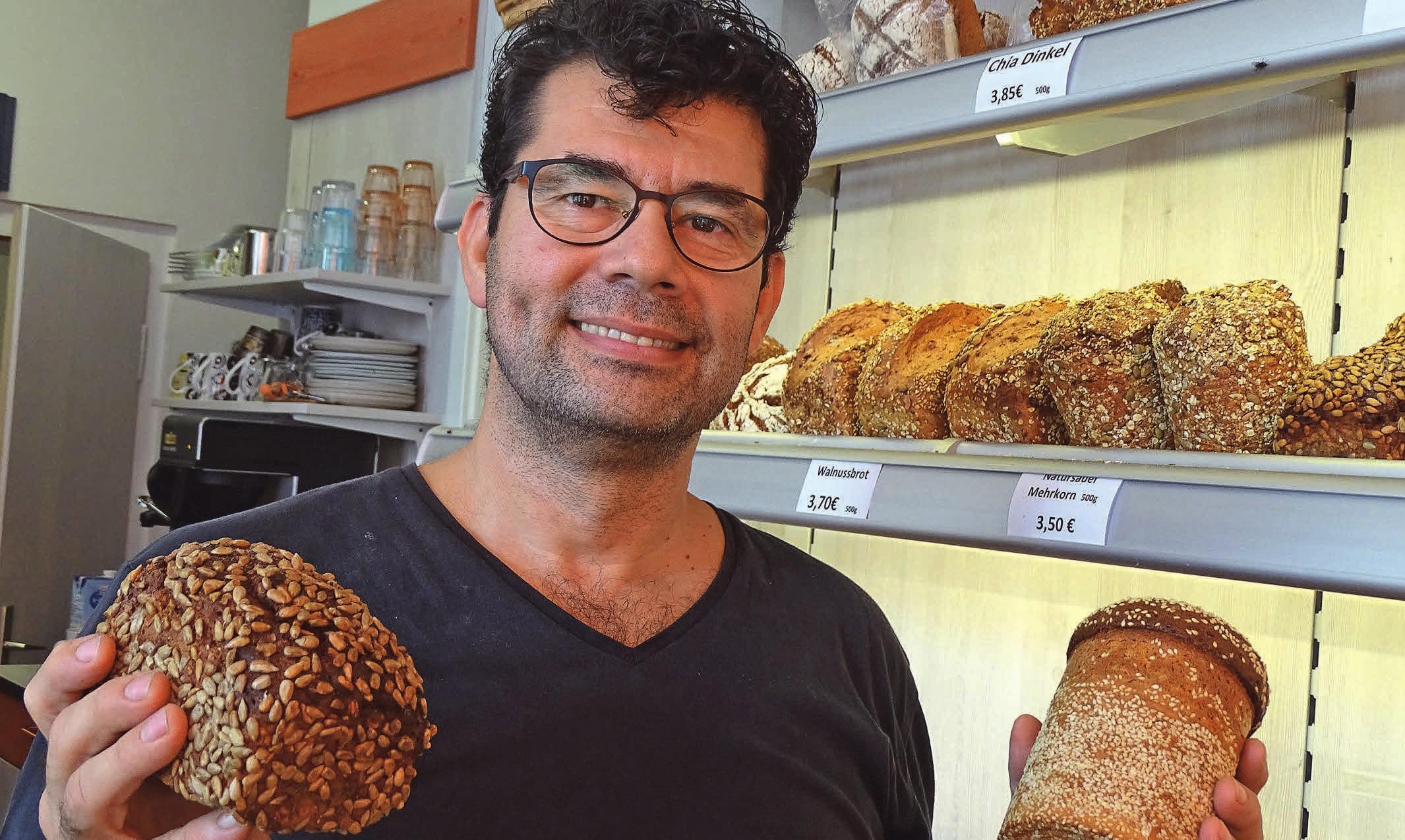 Fuat Yakup führt die kleine Backstube mit der großen Auswahl