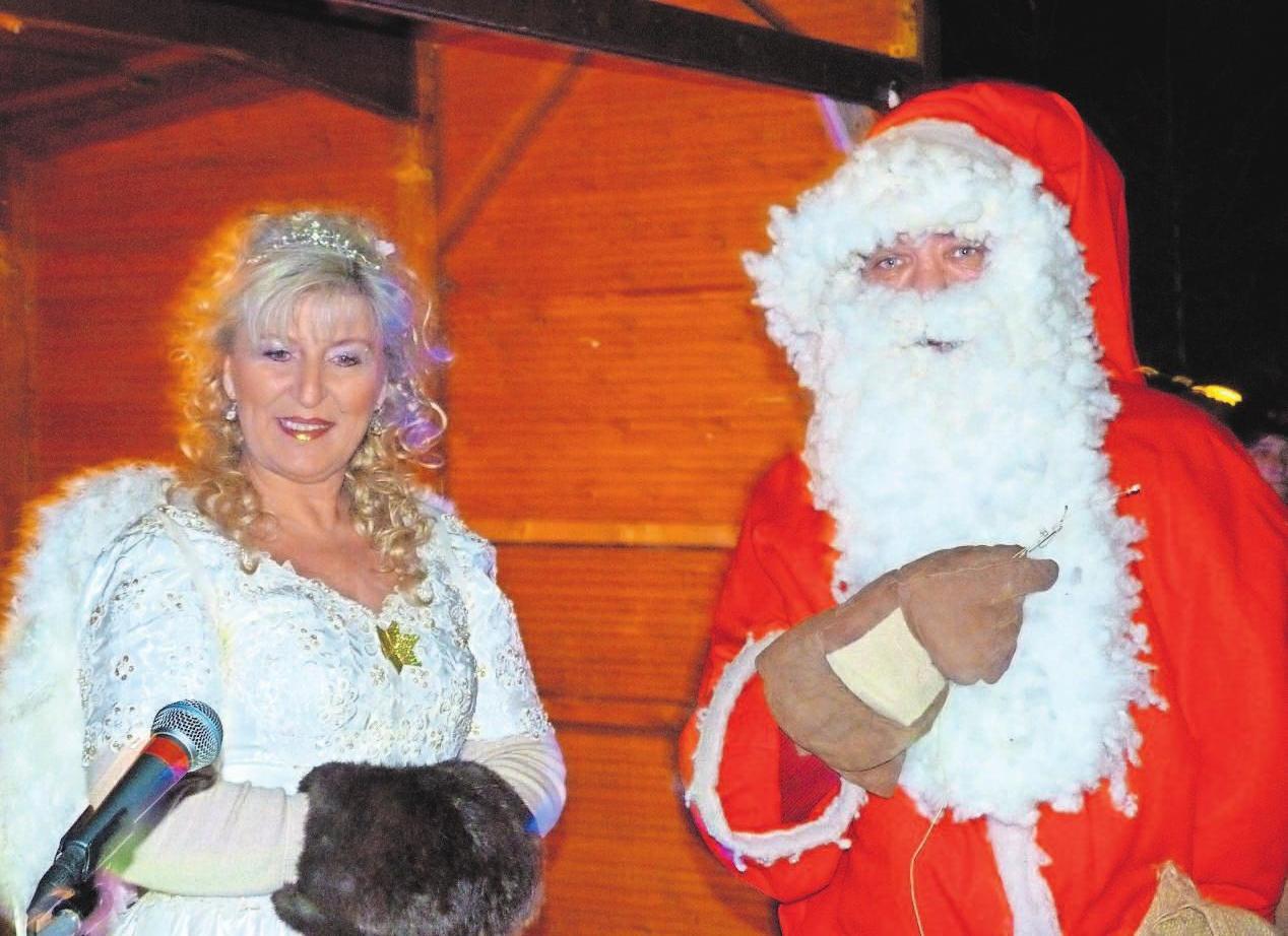 Auch in diesem Jahr besuchen der Pelzmärtel und sein Engel den Helmbrechtser Markt am zweiten Adventssonntag.