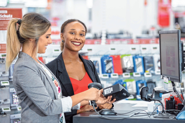 Neues Berufsbild: Die Auszubildende zur Kauffrau im E-Commerce. FOTO: DANIEL KARMANN