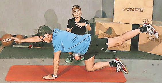 ..während das Heimtrainingsprogramm anhand professioneller Anleitung die Trainierenden gezielt durch verschiedene Übungen führt. Foto: Institut für Sportmedizin