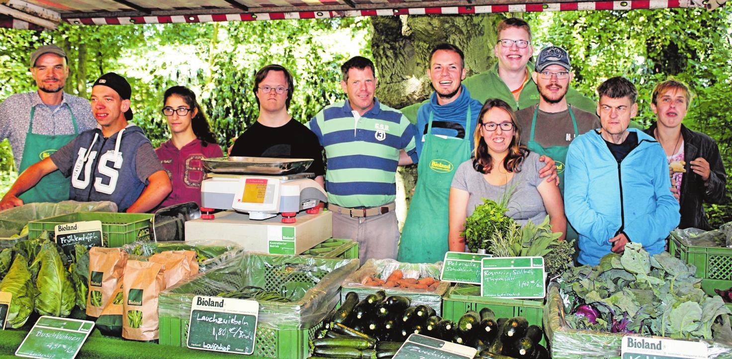 Saisonales Bioland-Gemüse vom Louisenhof wird auf dem Schwarzenbeker Wochenmarkt angeboten. Foto: Louisenhof (2)