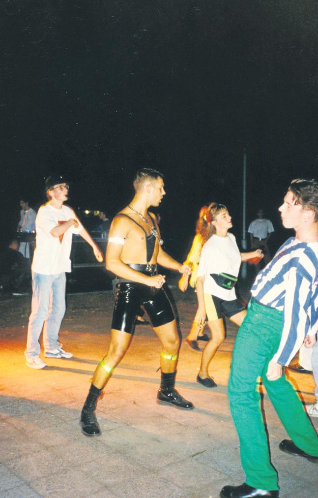 Ein Rave auf der Treptower Insel der Jugend im Jahr 1991. FOTO: TILMAN BREMBS