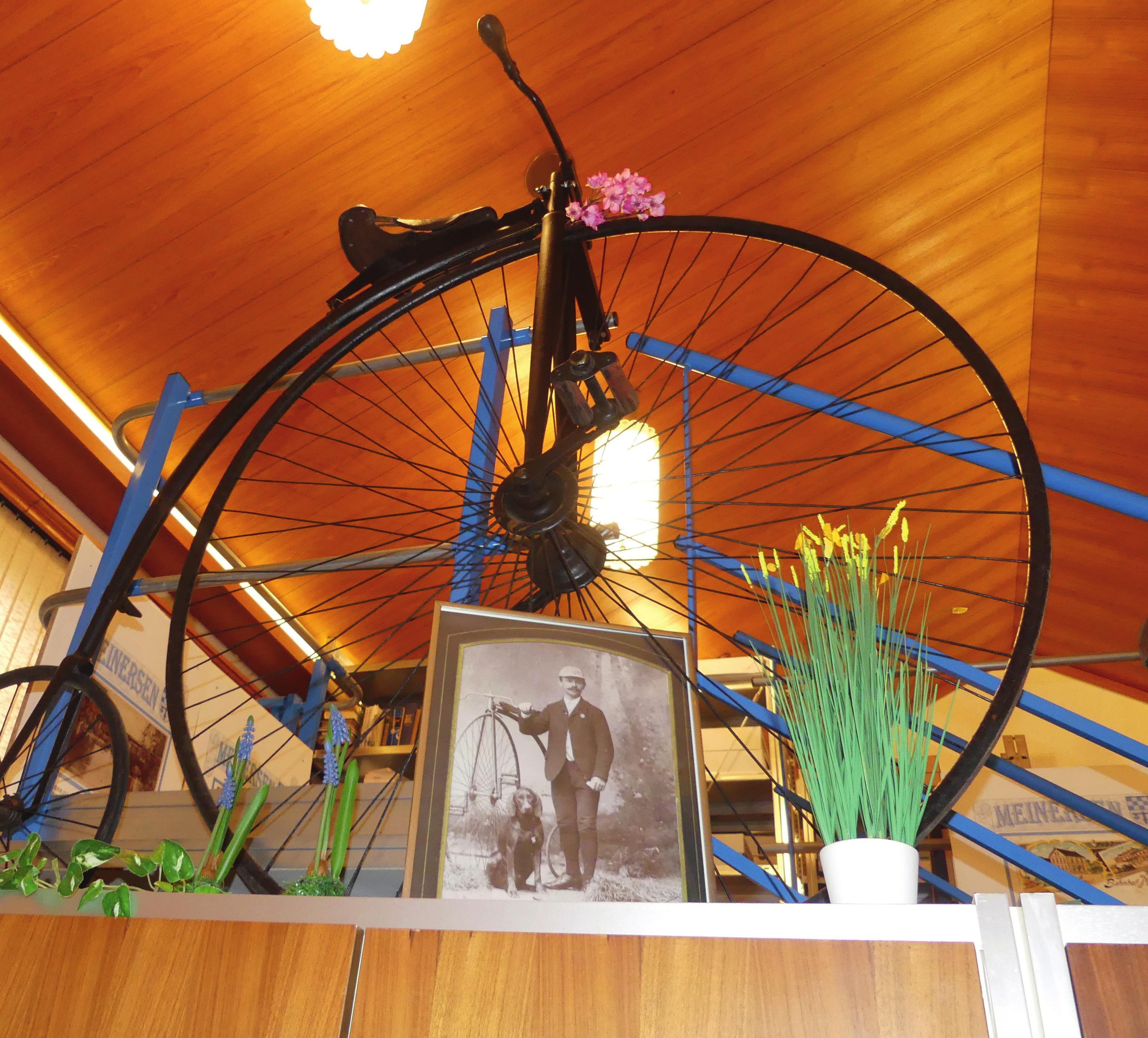 Eines der wenigen Exponate im Archiv: Mit diesem Fahrrad fuhr Carl Mayer Ende des 19. Jahrhunderts von Berlin nach Paris.