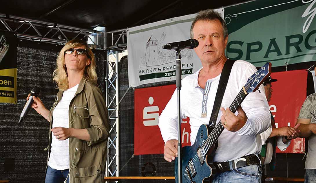"""Am Sonnabend spielt auf der Bühne Schloßfreiheit die Band """"Hot Music"""". Foto: Gerhard Block"""