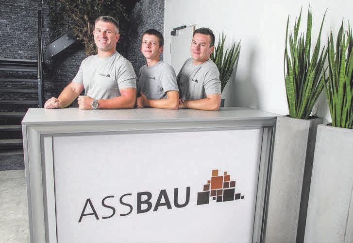 Ein Bereich den ASS Bau in der Region abdeckt ist die Horizontalbohrung. Dafür sind Adam Szczepanski, Szymon Moskalik und Marcin Moskalik die Fachmänner. Außerdem kümmern sie sich auch um den Tiefbau.