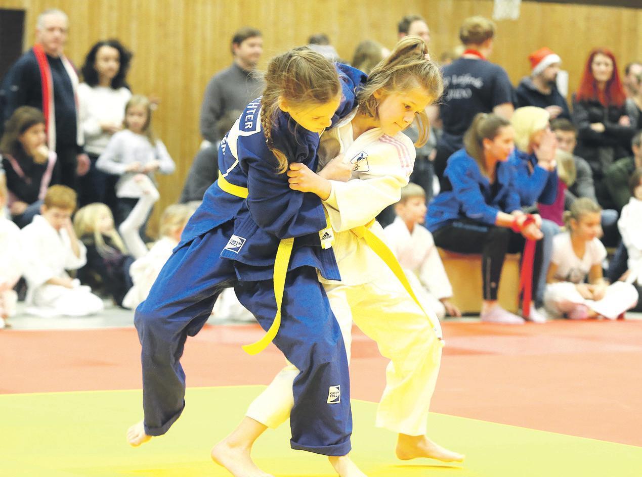 Judo ist ihre Leidenschaft: Maiken Richter (im blauen Judoanzug) ist mehrfache Titelträgerin.