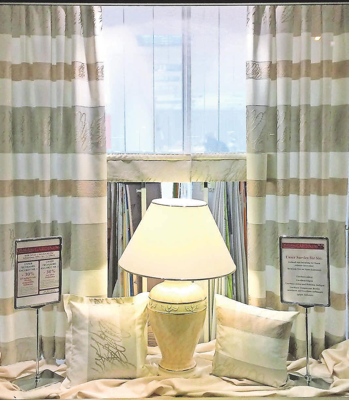 Eine von vielen Dekorationsideen bei Gardinen-Schlichting. Foto: SCHLICHTING