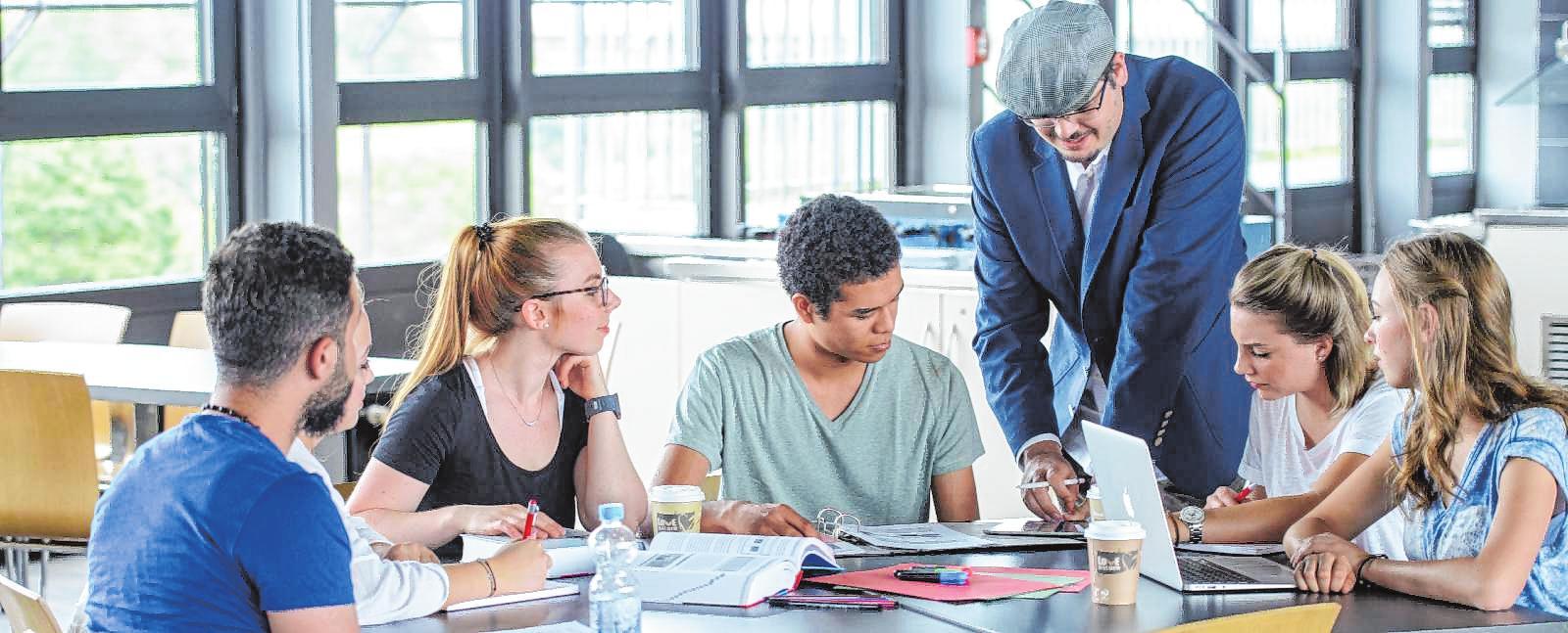 Services rund um Bewerbung und Studieneinstieg