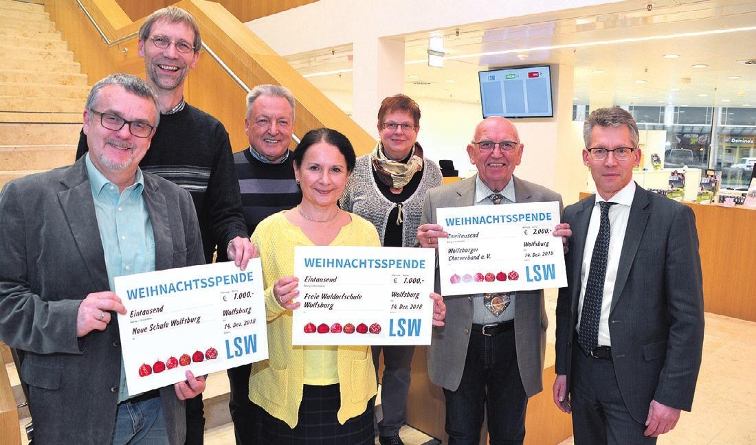 Klaus-Peter Nieschulz, Friedrich Riesenberg-Witte, Peter Duschnig, Antje Parchmann sowie Sieglinde und Helmut Meier konnten sich über die Weihnachtsspende der LSW freuen – überreicht von LSW-Chef Frank Kästner (von links).
