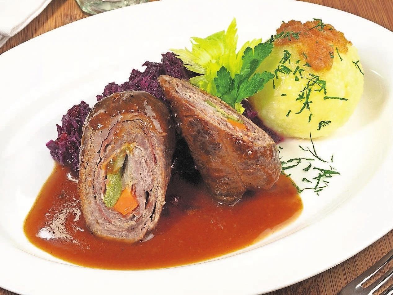 Mit qualitativ hochwertigem Fleisch, das aus der Gegend bezogen wird, werden die schmackhaften Speisen zubereitet. Foto: Adobe Stock
