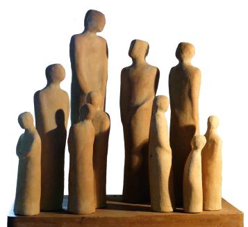 """Die Skulpturen von Karin Buhr sind oft auf das Wesentliche reduziert und darum besonders aussagekräftig. """"Gesichter würden ablenken"""", erklärt die Künstlerin."""
