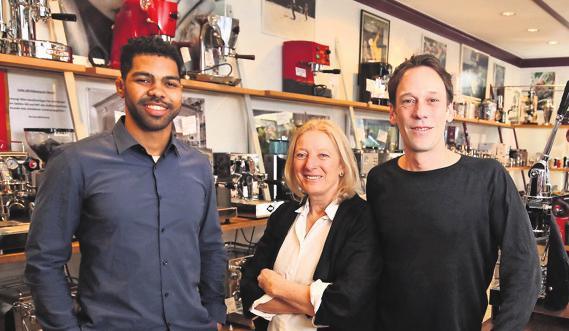 Kaffee ist ihre Leidenschaft, v. li.: Vilton Santos, Marion Erwerle und Sven Siller. Foto: wm