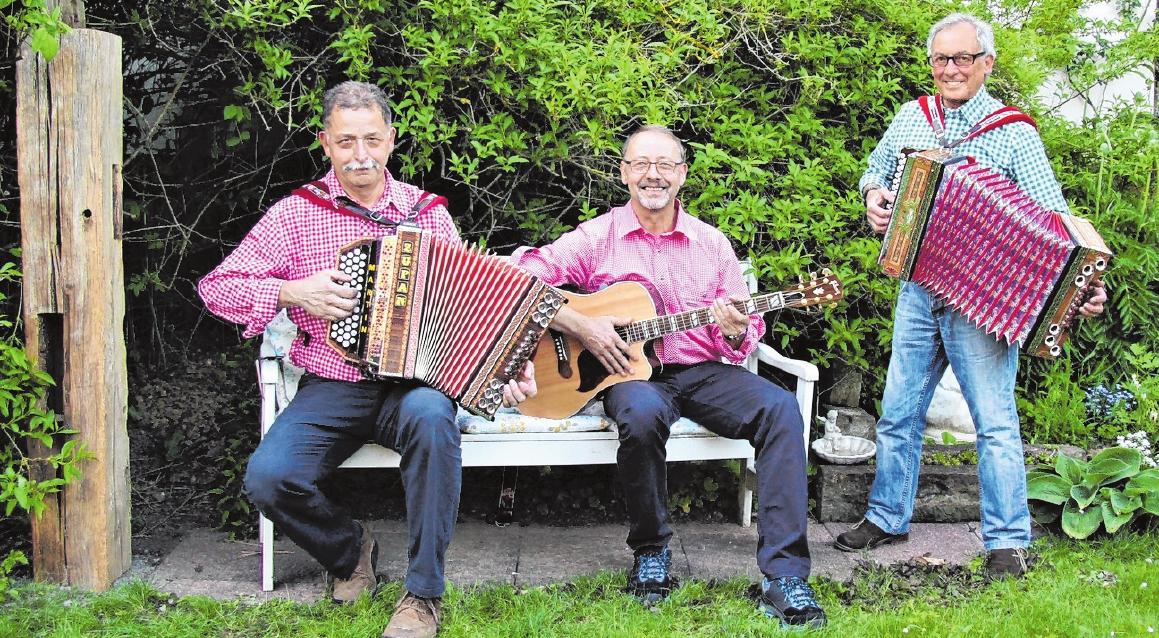 Die Lendershäuser Musikanten unterhalten die Gäste im Sportheim zum Auftakt der Kirchweih am Freitag. FOTO: GUDRUN KLOPF
