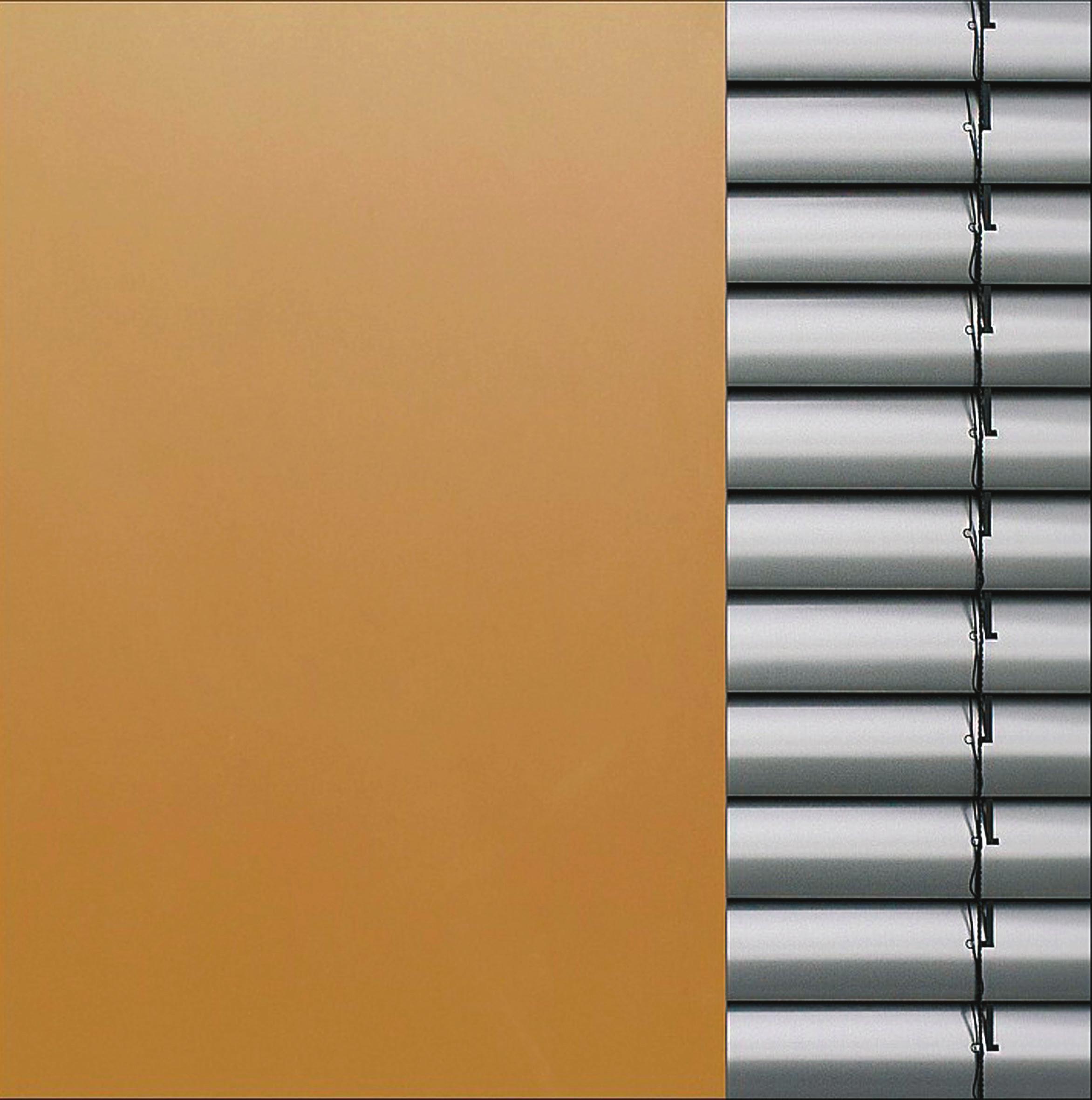 Wenn die Lamellen blickdicht verschlossen werden, halten sie Sonneneinstrahlung fast genauso effektiv ab wie ein undurchsichtiges Rollo. Foto: Pixabay