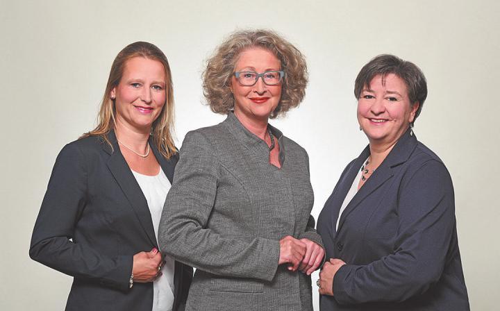 Das Team Beratung & Vermietung vom Rosenhof Ahrensburg informiert (von links): Ulrike Högerle, Beate Wierhake und Yvonne Müller. Foto: Alla Sommermeier