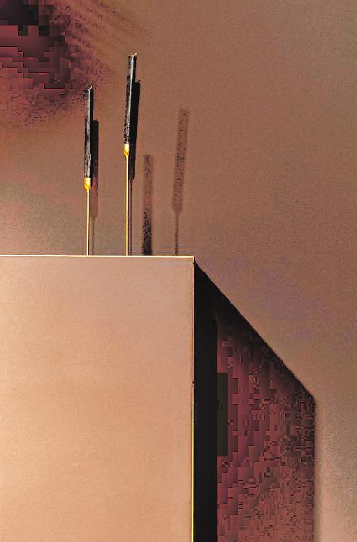 """Generell beruhigen Ton-inTon-Kombinationen das Auge: Das Sideboard von Linja steht vor einer braunen Wand, die die neue Farbe """"be rooted!"""" von Colornetwork aufgreift."""