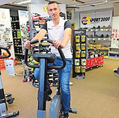 Sporthaus Frey: Das Team – hier Simon Subat – erklärt die Geräte gerne. FOTO: TKN