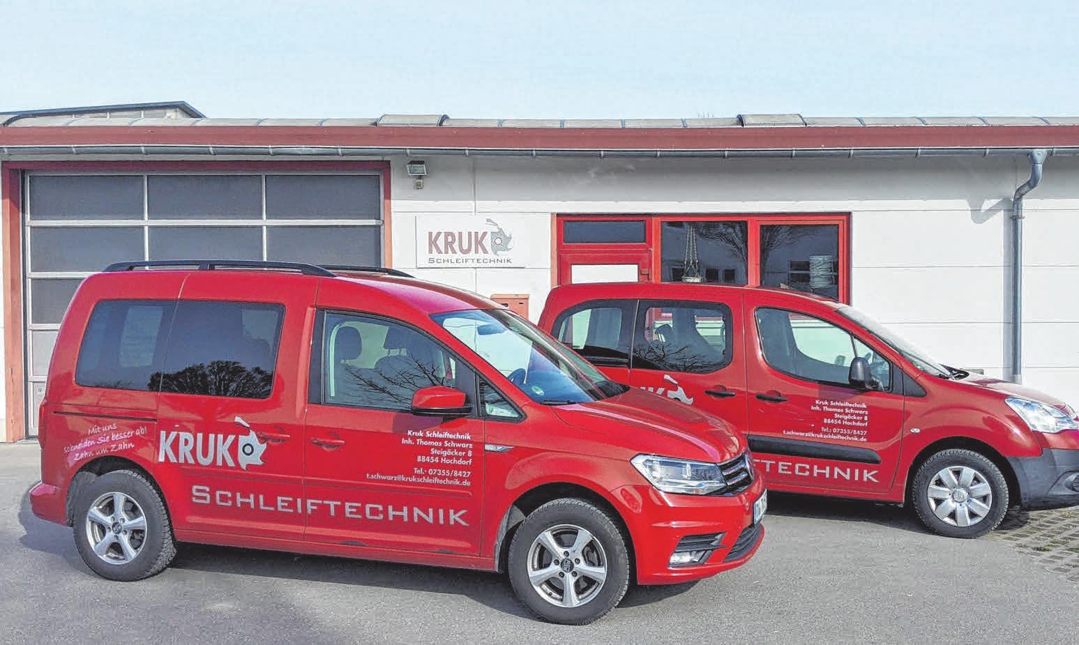 Der Firmensitz von Kruk Schleiftechnik mit Fuhrpark.