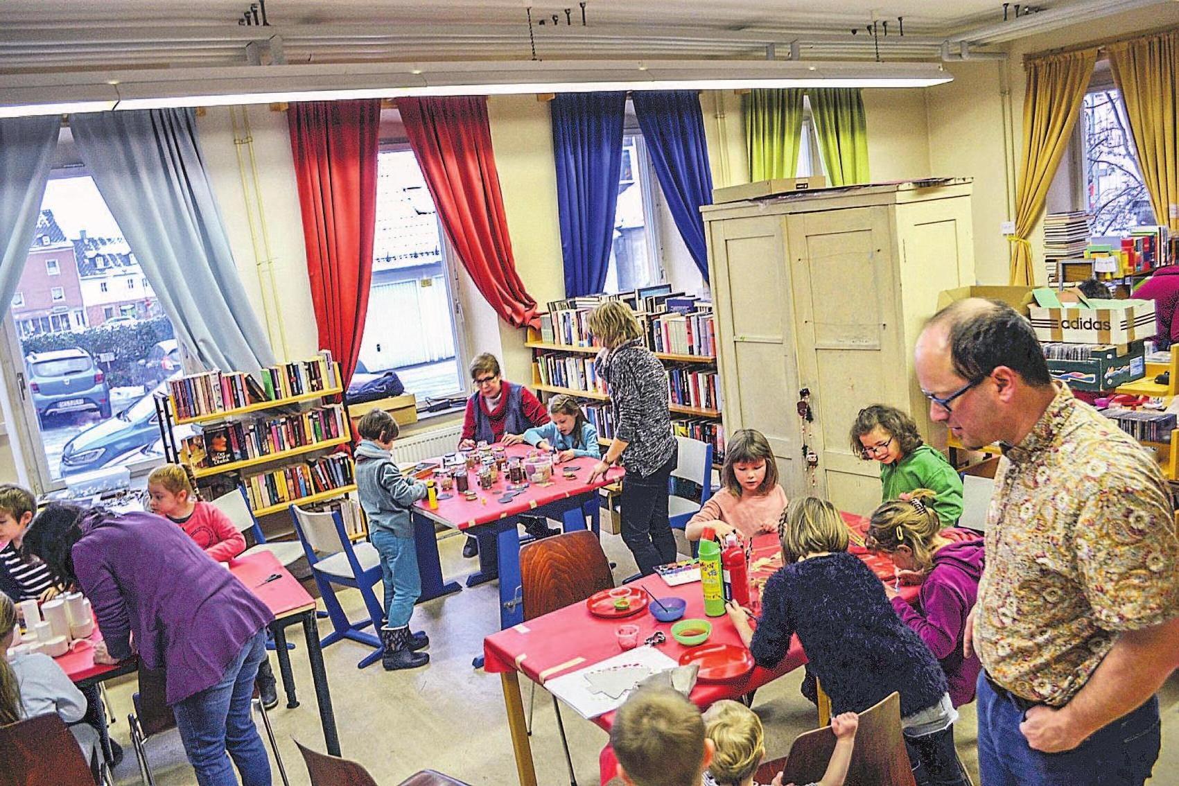 """Die Bastelwerkstatt, organisiert vom Forum """"Selb erleben"""", öffnet am Samstag von 10 bis 12 Uhr in der Stadtbücherei."""