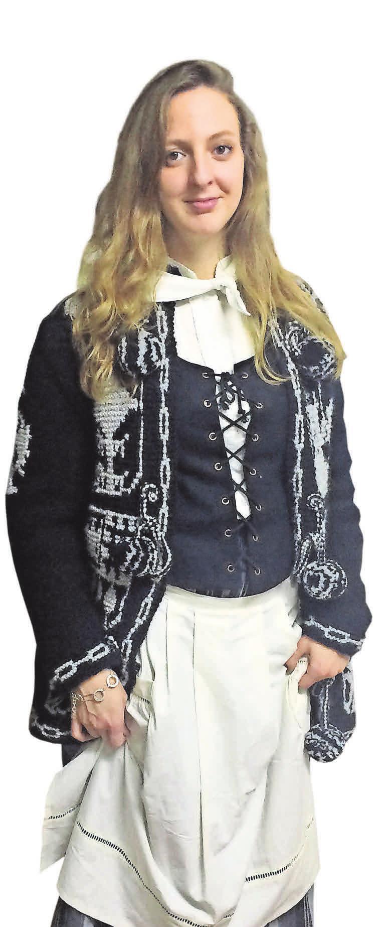 """Heiligabend kleiden sich viele Basken in traditionellen Gewändern. """"Eigentlich gehört bei den Frauen noch ein Kopftuch dazu, aber das mache ich nicht"""", sagt Nerea Lakuntza. Und die Männer? Die tragen natürlich eine Baskenmütze."""