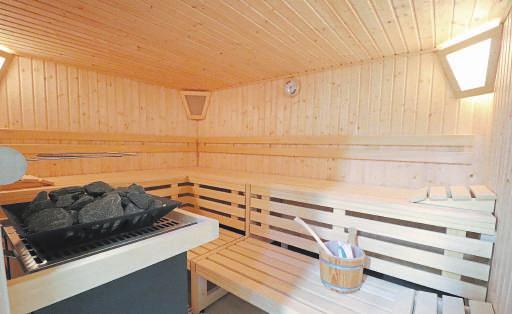 Sauna und Infrarotkabine dienen der Gesundheit und gehören zum Wellness-Angebot des Sportwerks. Foto: Guido Kratzke