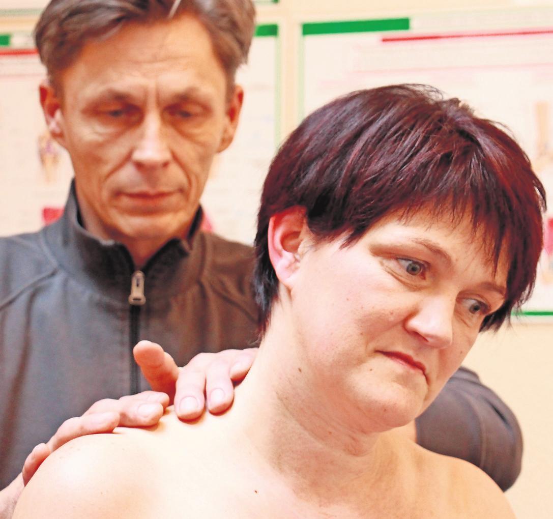 Untersuchung bei Schulter-Nackenverspannungen