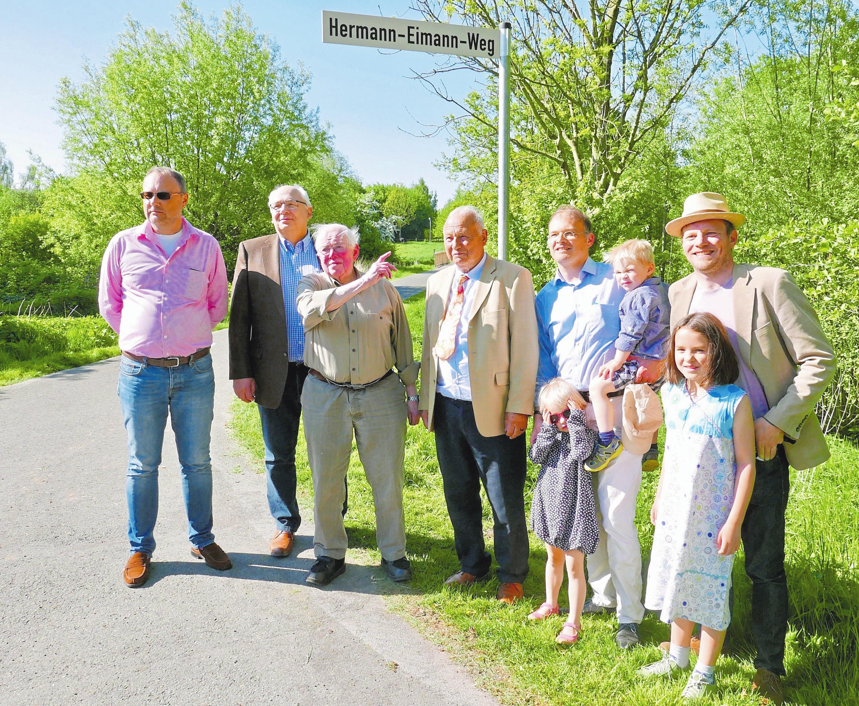 Im vergangenen Jahr ist während des Maibaumfestes unter der Regie des Mecklenbecker Geschichts- und Heimatkreises (MGHK) der Hermann-Eimann-Weg eingeweiht worden.